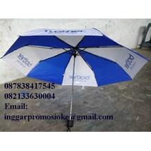 Payung lipat tiga