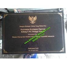 www.BENGKELMARMER.com Jasa Grafir Ukir Huruf Batu Granit Marmer Menggunakan Mesin CNC Router