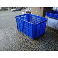 PLASTIC CONTAINER HOLE