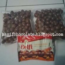 Coklat Delfi Almond