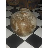 guci keramik antik warna cokelat tanpa motif