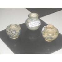 guci keramik antik dinasti tanpa motif