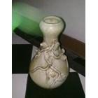 guci keramik dinasti antik motif timbul