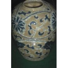 guci keramik dinasti antik warna cokelat motif biru