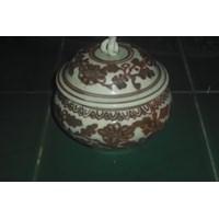 guci antik keramik dinasti warna merah dan cokelat