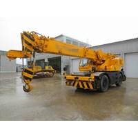 Rough Terrain Crane Kato SR250SP.  Kap 25 Ton. Ex JAPAN