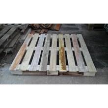 Palet kayu'