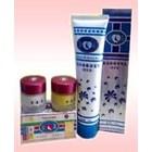 Obat Pemutih Wajah Cream Siang Malam Tensung Whitening Scrub
