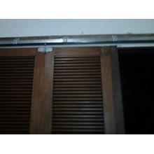 servis pintu garasi kayu dan besi