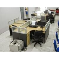 Meja Sekat Kantor Bentuk X