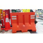 Jual ROAD BARRIER PEMBATAS JALAN TRAFFIC BLOCK PINGUIN MIG BNH MARVEL THREE MONKEY