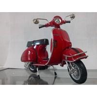 Jual Miniatur Motor Vespa P200E Del