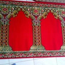 Karpet Medena Motif Pilar Merah