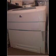 Printer HP Color Laserjet 5550DN.
