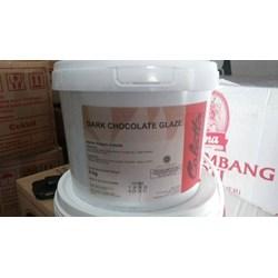 Dark chocolate glaze by collata