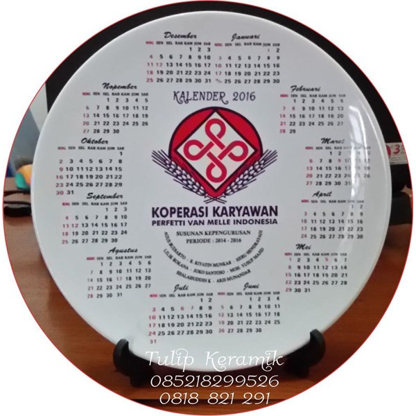 Merchandise piring keramik