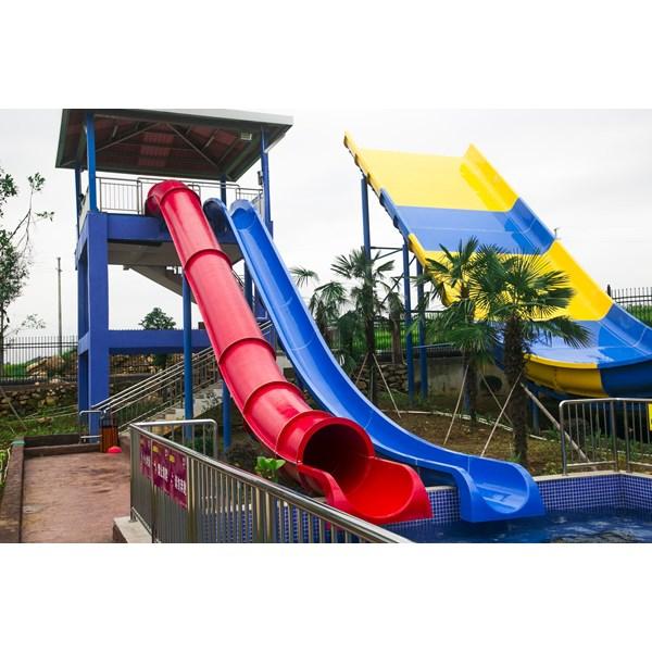 Wahana Prosotan Waterboom Jump Slide