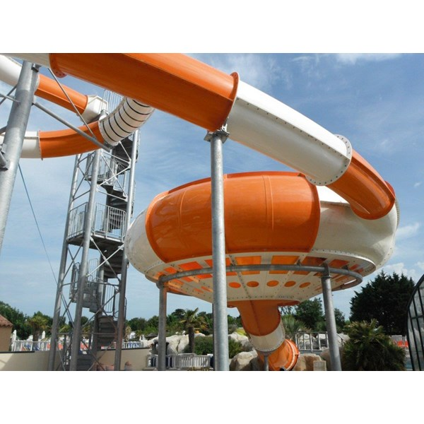 Seluncuran Water Park Space Hole
