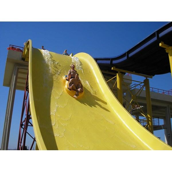 Seluncuran Water Park Wave Slide