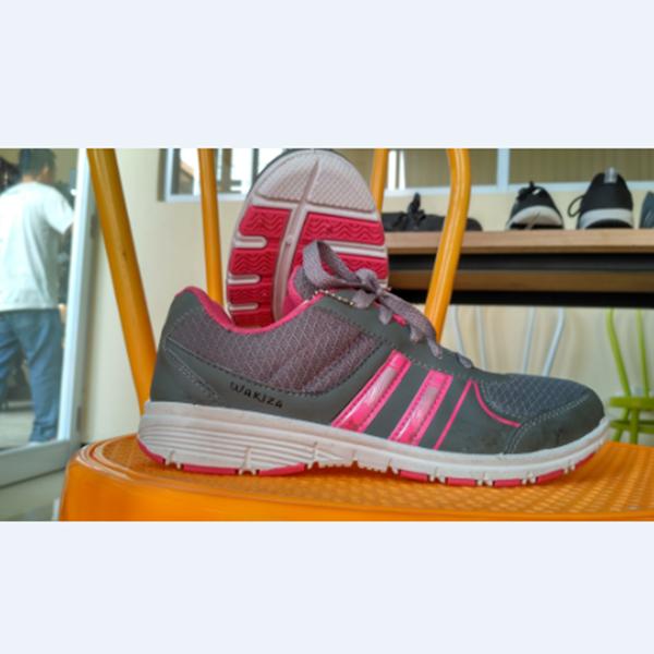 Sepatu Wakiza Nagoya Abu Putih Fusia