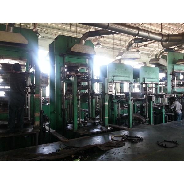 Jasa Pressing Ban Solid Forklift