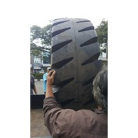 Jual Ban Reach Stacker Advance
