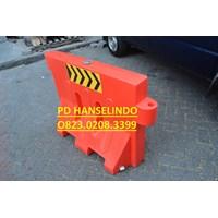 Jual PEMBATAS AREA JALAN ROAD BARRIER TRAFFIC BLOCK SAFETY HARGA MURAH GROSIR 2