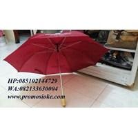 Payung lipat merah