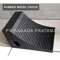 Rubber Wheel Chock atau Karet Ganjalan Ban Truk untuk parkir keamanan jalan kendaraan