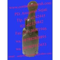 Beli omron tipe WLCA2-N limit switch 4