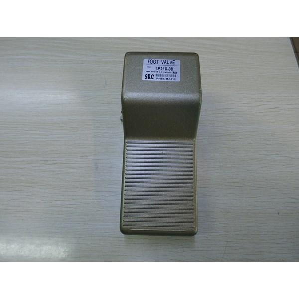 Foot Valve - 4F210-08 - SKC