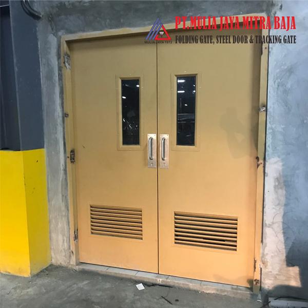 Pintu Panel Besi