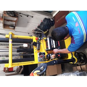 Service Semi dan Full Electric Stacker