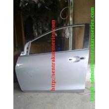 Pintu depan Mazda 2