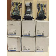 OMRON MM4XKP 100-110VDC  Relay dan Kontaktor Listr
