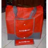 Tas Promosi Bahan Spunbond Model Dompet Merah Kombinasi Abu-Abu