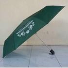 Payung Promosi Hijau Tua Lipat 3 Handle Plastik 1