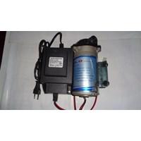 Pompa pendorong JFlo 1600 kapasitas 230 Liter per jam dan adaptor