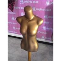 Distributor Manekin Cewek Separuh Badan Warna Emas  3