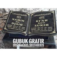 Batu Nisan dan Monumen P562757