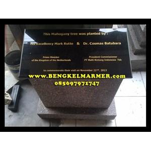 Ukiran Monumen Plakat Prasasti Peresmian Marmer Granit