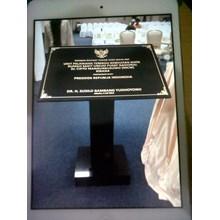 www.BENGKELMARMER.com Alamat Tempat Penj ual Pembuat Pemesanan Pembelian Pengrajin Batu Prasasti Peresmian Marmer Granit di Surabaya Medan Bandung Jakarta