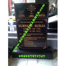 www.BENGKELMARMER.com Plakat Batu Nisan Bongpay Model Bentuk Berdiri Untuk Kristen Marmer Granit Hitam