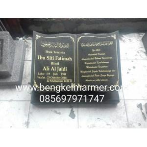 Plakat Prasasti Batu Nisan Murah dan Monumen Pemakaman Kuburan Model Buku Alquran Islam Muslim Bahan Marmer Granit Jakarta Surabaya Bandung