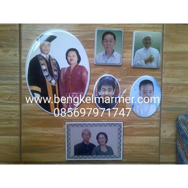 www.bengkelmarmer.com 085697971747 Pabrik Percetakan Pembuat Foto Keramik Porselin Porselen untuk Batu Nisan dan Monumen Cikarang