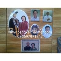 Jual www.bengkelmarmer.com 085697971747 Pabrik Percetakan Pembuat Foto Keramik Porselin Porselen untuk Batu Nisan dan Monumen Medan