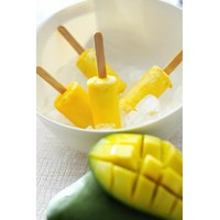 Makanan Tradisional Es Lilin Mangga
