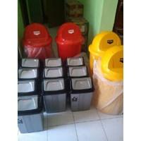 Tong Tempat Sampah Plastik Pedal Injak Kamar Rumah Sakit & Roda Taman 1