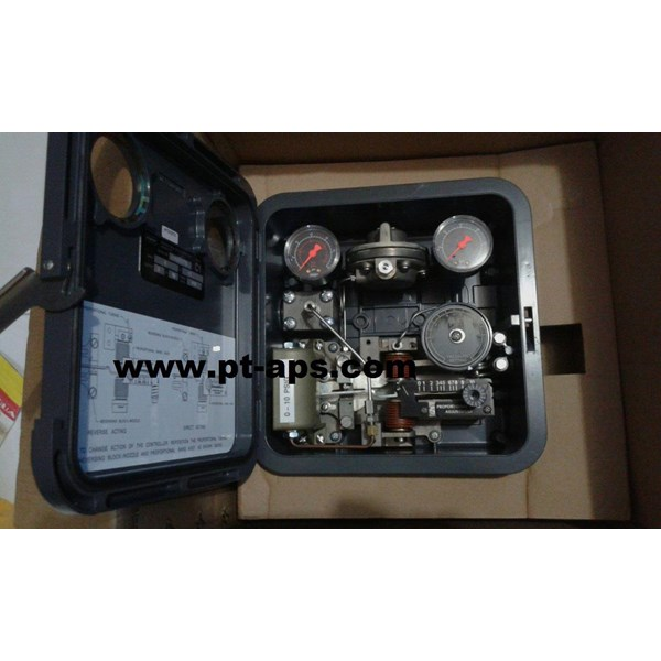 Fisher C1 Pneumatic Controller and Transmitter