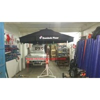 Payung Taman Jati Sunbrella Domino Pizza 1